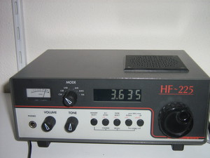 Lowe HF225 communications receiver